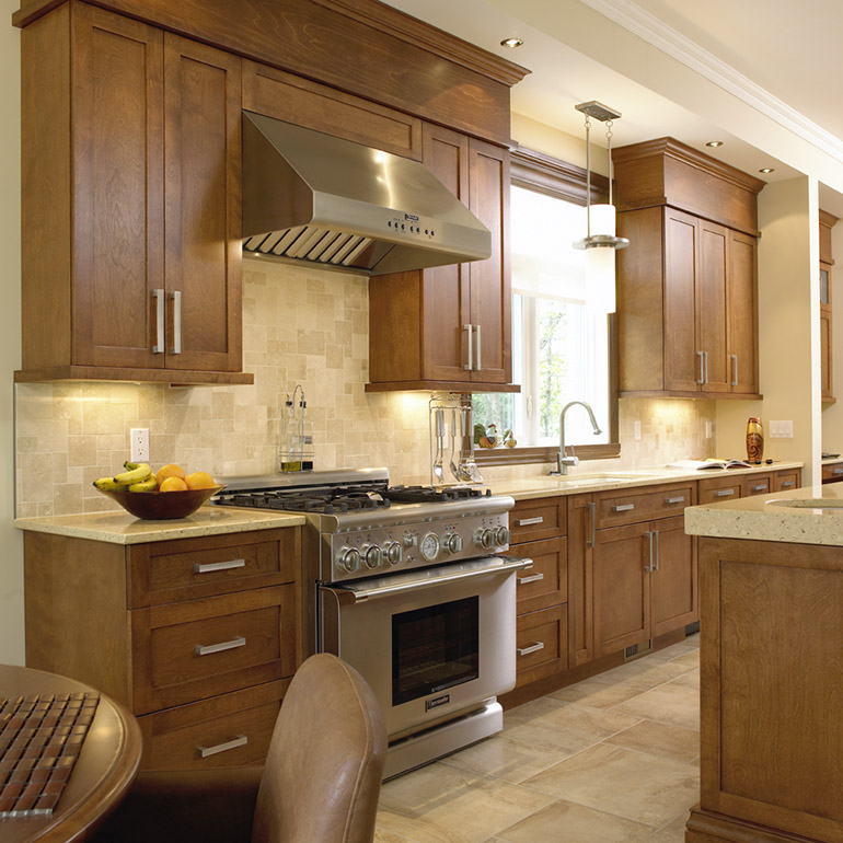 Cuisines Beauregard | Solid wood shaker cabinet for a transitional kitchen
