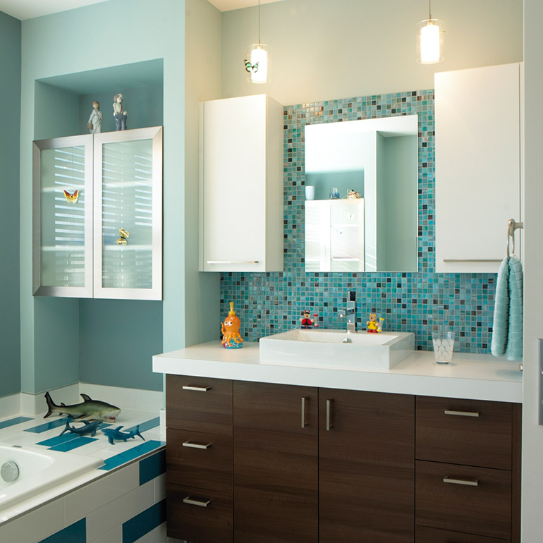 Cuisines Beauregard | Urban style bathroom with a laminate countertop