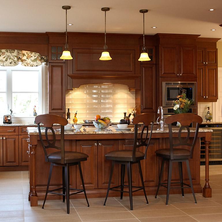 Cuisines beauregard cuisine r alisation 225 cuisine de style classique en bois et granit - Salle de bain avec bain sur pattes ...