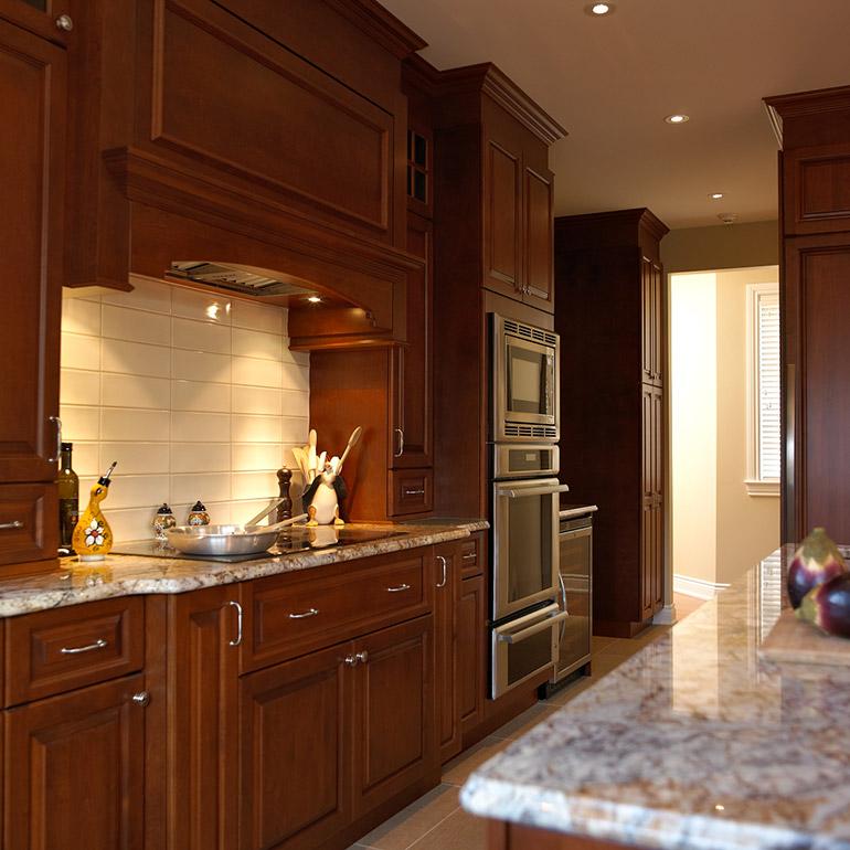 Cuisine classique en bois massif ~ Solutions pour la décoration ...