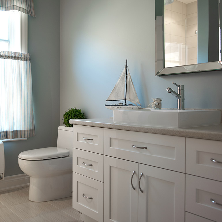 Cuisines Beauregard | Contemporary style bathroom with a laminate countertop