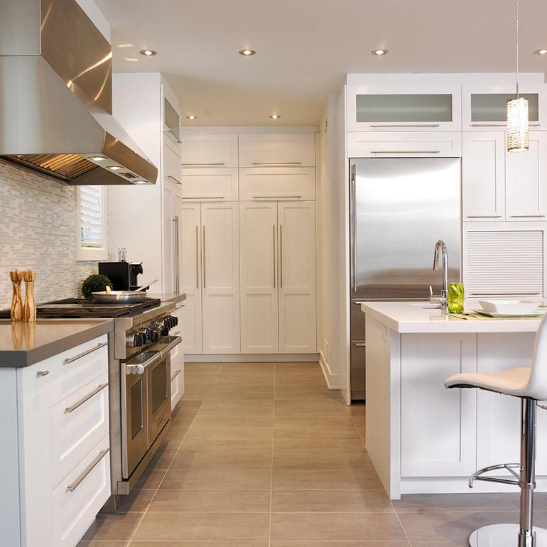 cuisines beauregard cuisine r alisation 242 cuisine contemporaine avec armoires en bois. Black Bedroom Furniture Sets. Home Design Ideas
