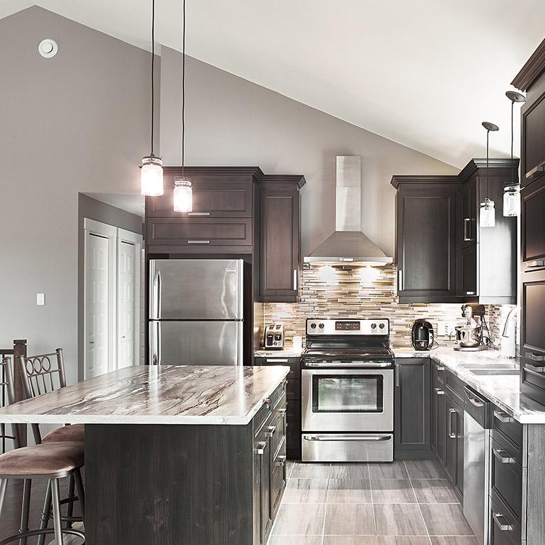 Cuisines beauregard cuisine r alisation 357 armoires for Plafond de cuisine gris
