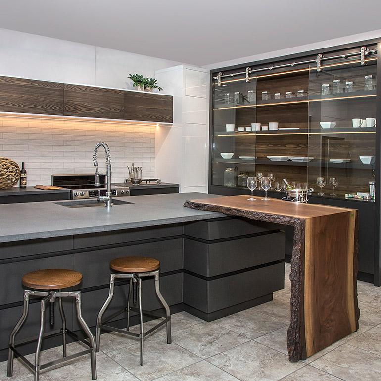 cuisines beauregard cuisine r alisation b15 cuisine contemporaine avec armoires en acrylique. Black Bedroom Furniture Sets. Home Design Ideas