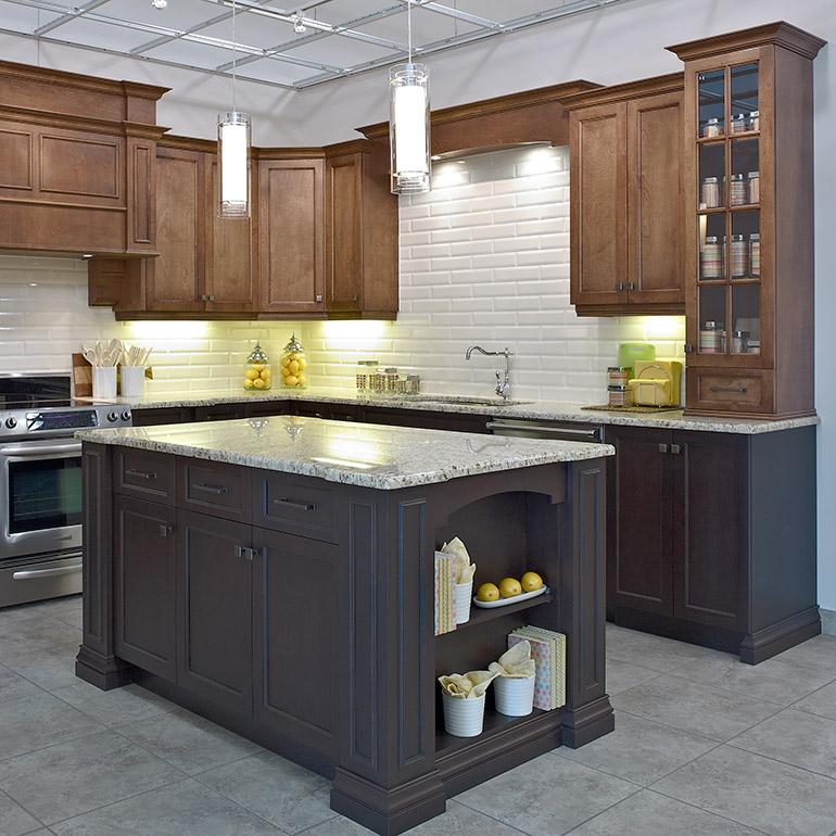armoires et lot en merisier et comptoirs en granit - Cuisine Classique