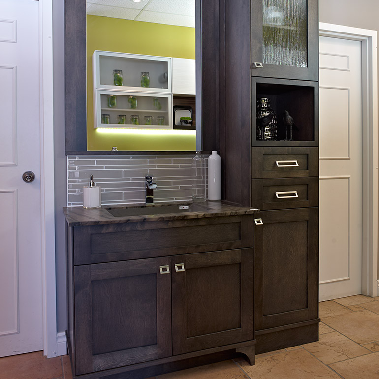 Beautiful ensemble vanite armoire images design trends for Armoire de salle de bain en bois