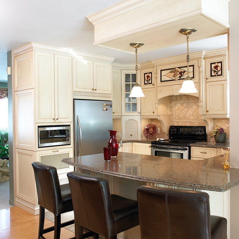 Cuisines Beauregard | Country kitchen in solid wood and quartz countertop