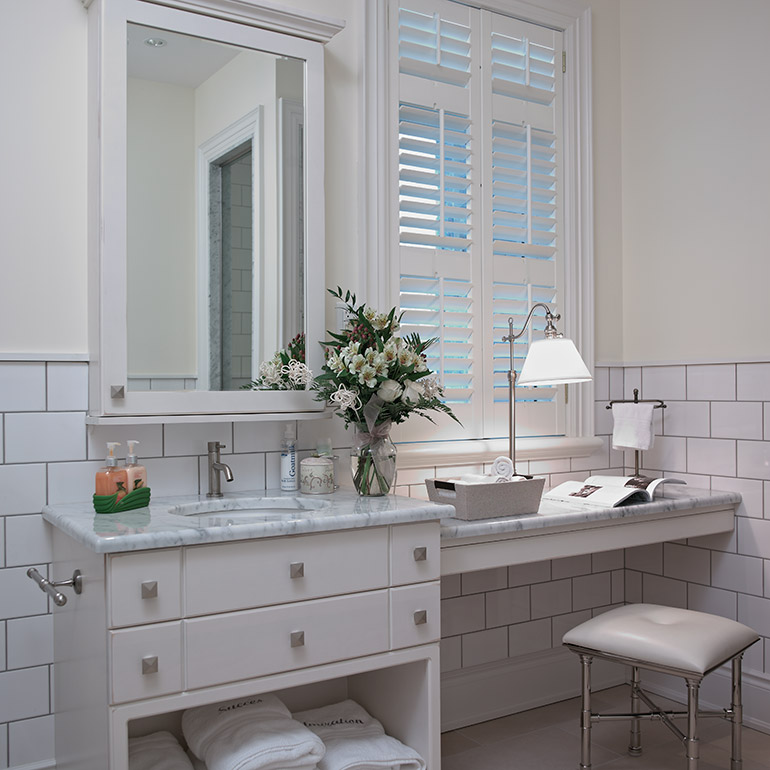 cuisines beauregard salle de bain r alisation 240 charmante salle de bain en bois et marbre. Black Bedroom Furniture Sets. Home Design Ideas